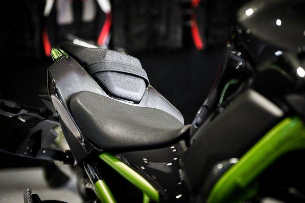 Kawasaki Z900, Z900 ABS, gia xe z900 2021