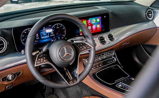 Mercedes E180, gia xe E180 2021