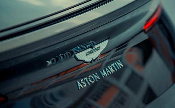 Aston Martin DB11, gia xe DB11 2021