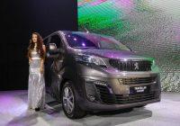Peugeot Traveller, gia xe Traveller 2021
